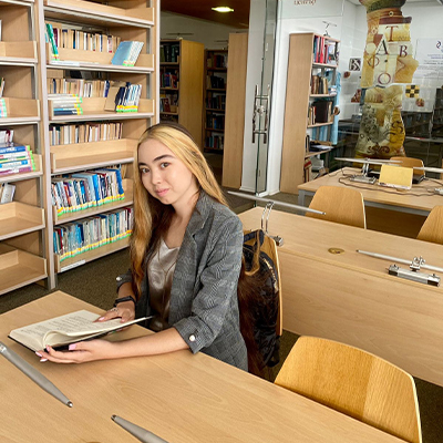 Студентка Университета Туран проходит академическую мобильность по программе Erasmus+ в Экономическом Университете Варны, Болгария.
